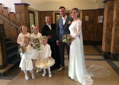 Babs Anke Minnee met bruidspaar en bruidsmeisjes