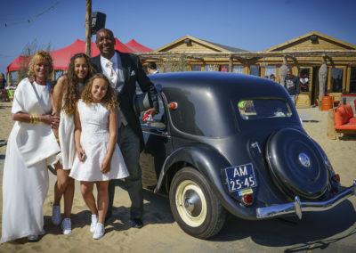 Traction avant, vrolijk bruidspaar en Babs Anke Minnee